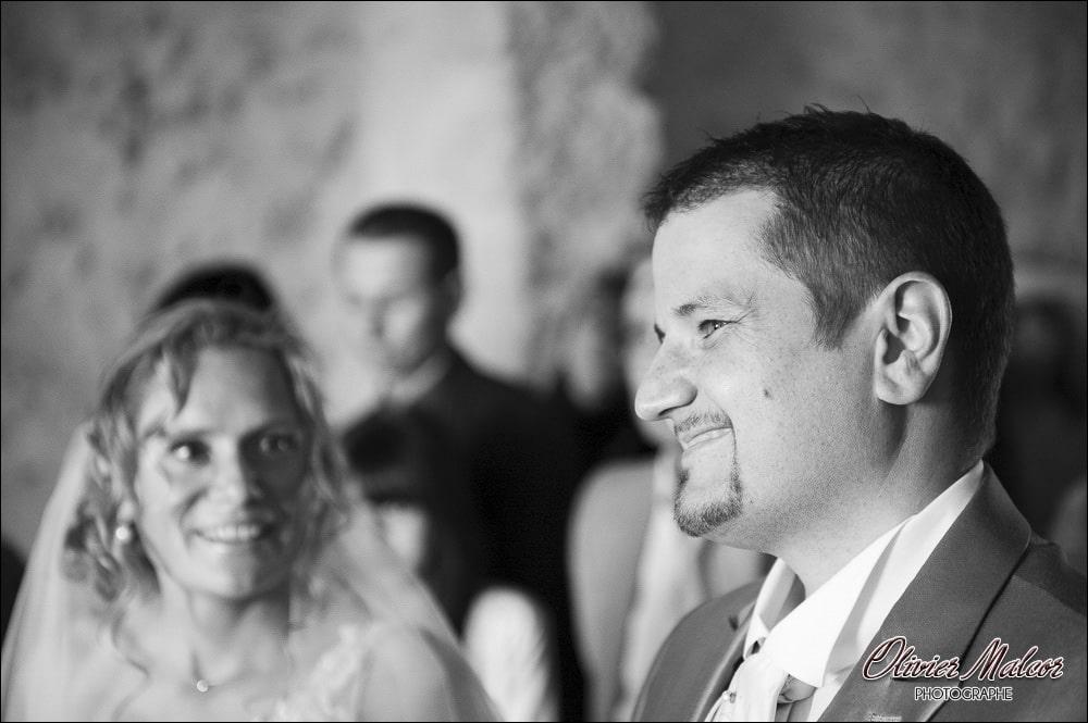 """Sourire du marié au moment de dire """"oui"""""""
