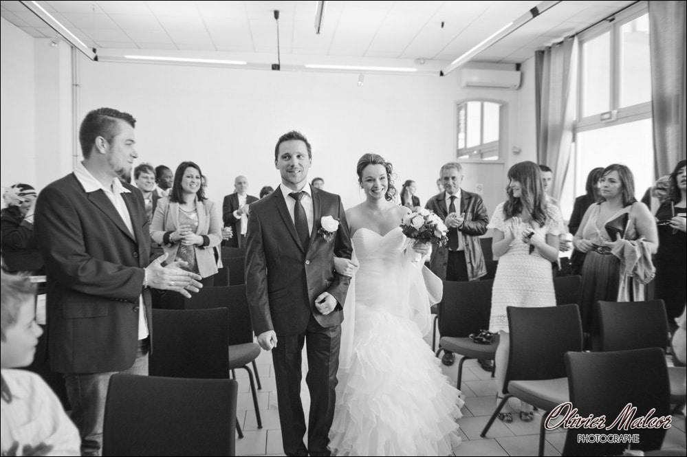 L'entrée des mariés dans la mairie.