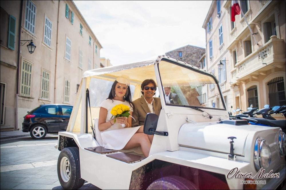 Arrivé des mariés devant la mairie de Saint Tropez