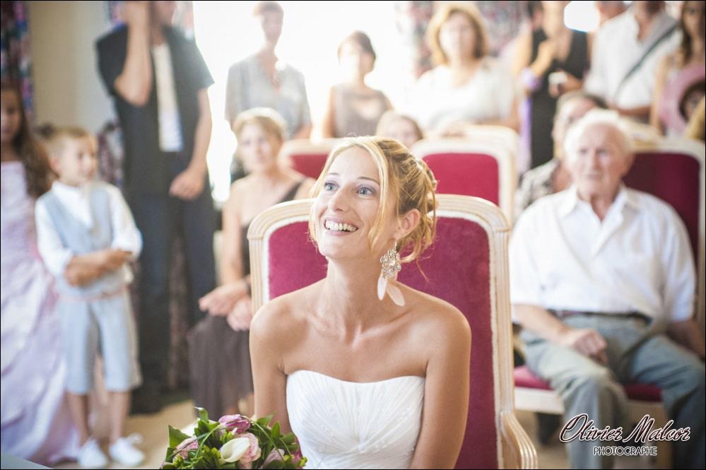 Sourire de la marié à la mairie de Nice