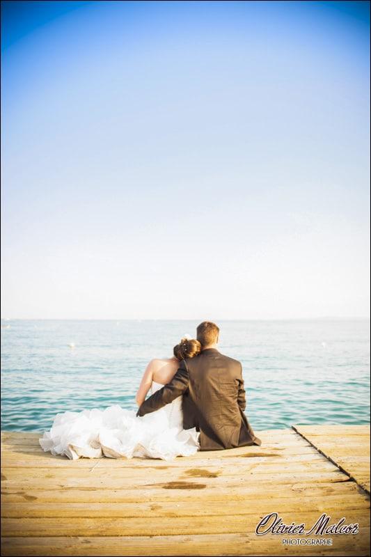 le coucher de soleil pour les photos de couple est la meilleure lumière.