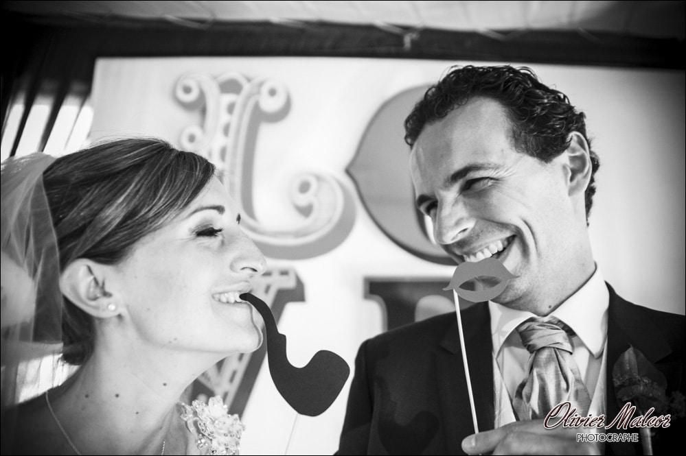 Toujours une bonne idée d'organiser un photobooth photographique pour un mariage.