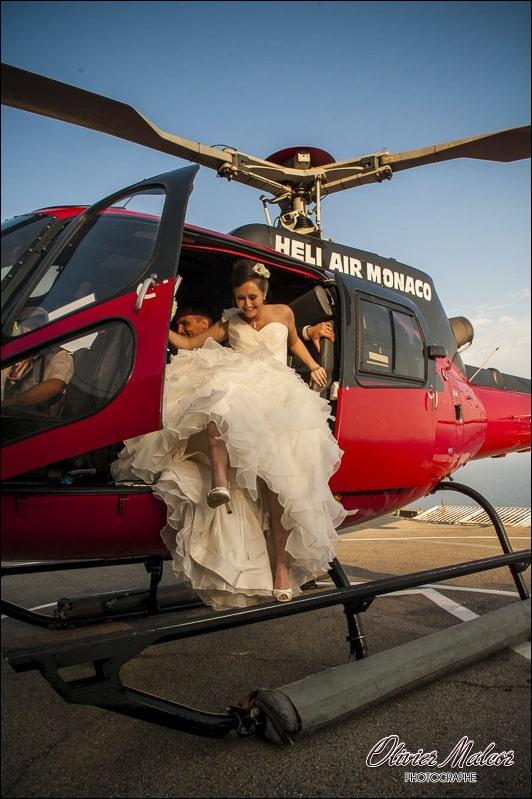La marié qui descends de l'hélico que je prends en photographie.