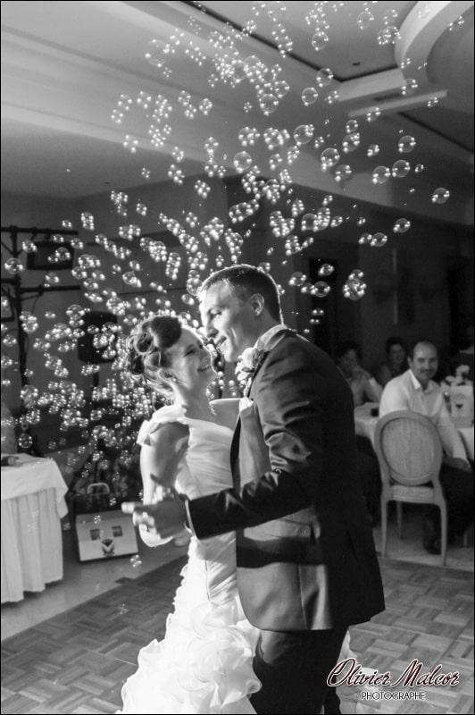 Première danse avec des bulles de savon.
