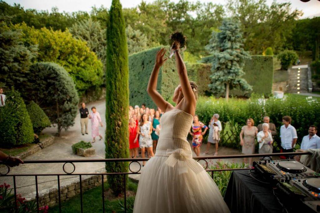 Abbaye Saint-Eusèbe lancer bouquet mariée