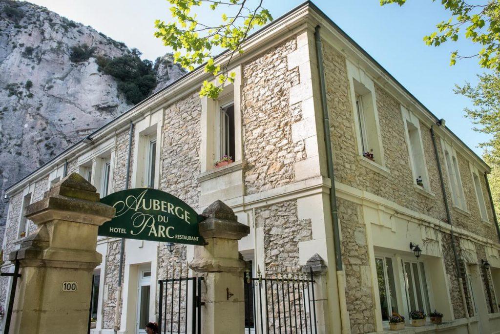 Extérieur de l'Auberge du Parc en Provence